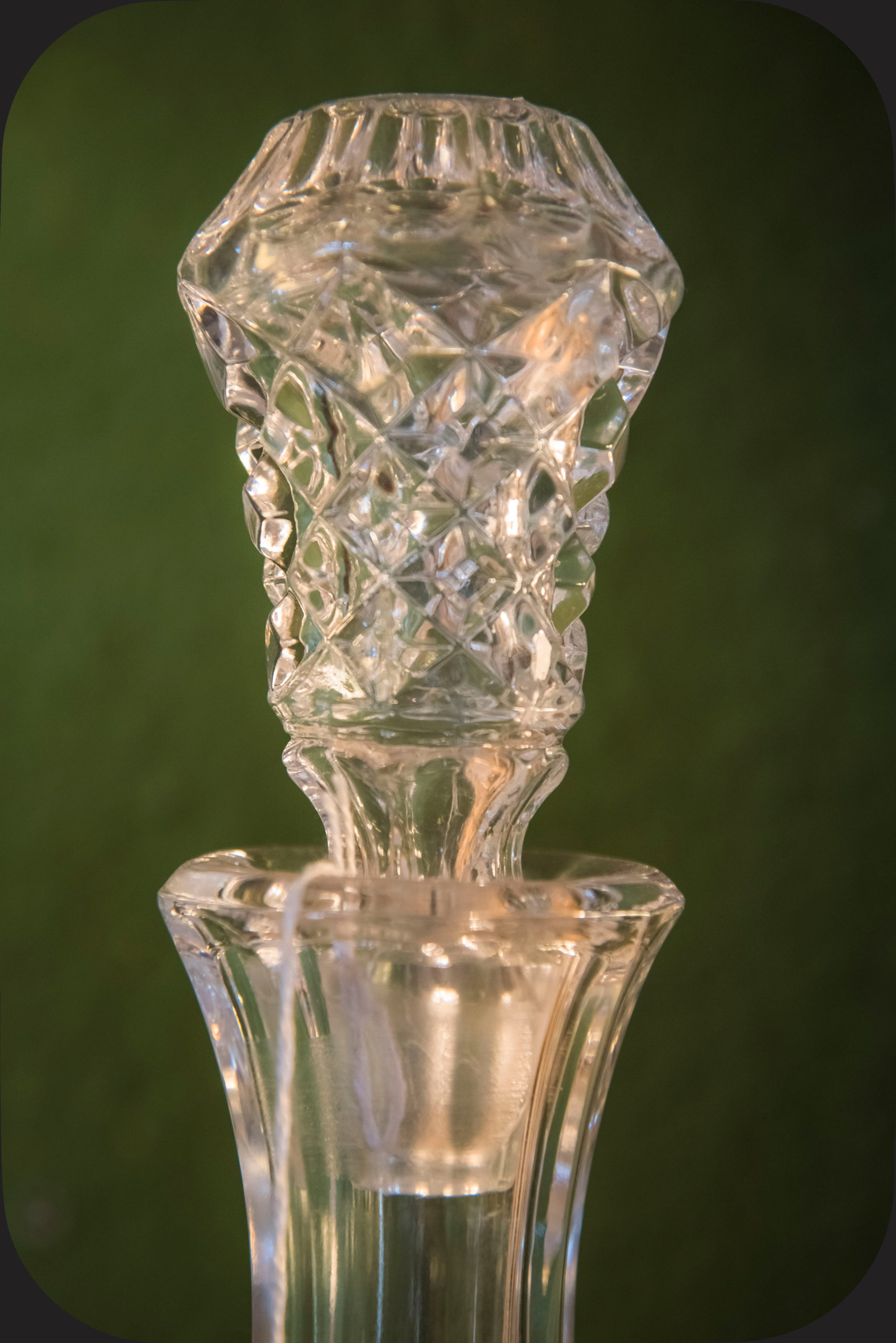 Crystal cut stopper for decanter